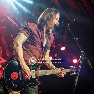 """AlterBridge • <a style=""""font-size:0.8em;"""" href=""""http://www.flickr.com/photos/12855078@N07/38045842202/"""" target=""""_blank"""">View on Flickr</a>"""