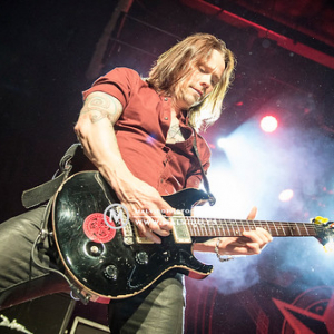 """AlterBridge • <a style=""""font-size:0.8em;"""" href=""""http://www.flickr.com/photos/12855078@N07/38076844671/"""" target=""""_blank"""">View on Flickr</a>"""