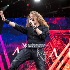 "Amaranthe@KnotFest2019_09 • <a style=""font-size:0.8em;"" href=""http://www.flickr.com/photos/12855078@N07/48351523012/"" target=""_blank"">View on Flickr</a>"