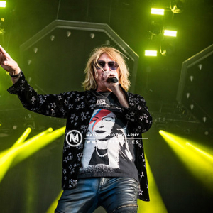 """DefLeppard • <a style=""""font-size:0.8em;"""" href=""""http://www.flickr.com/photos/12855078@N07/48355555867/"""" target=""""_blank"""">View on Flickr</a>"""